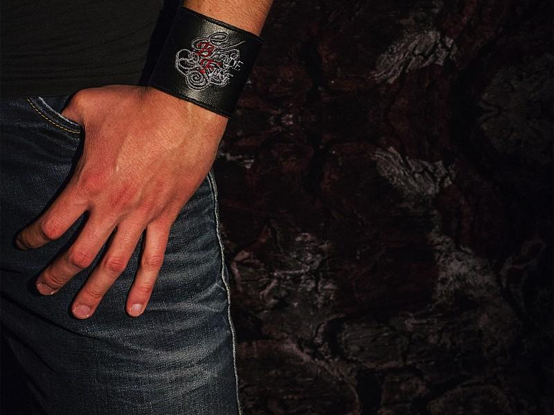 Armband_breit_Körper