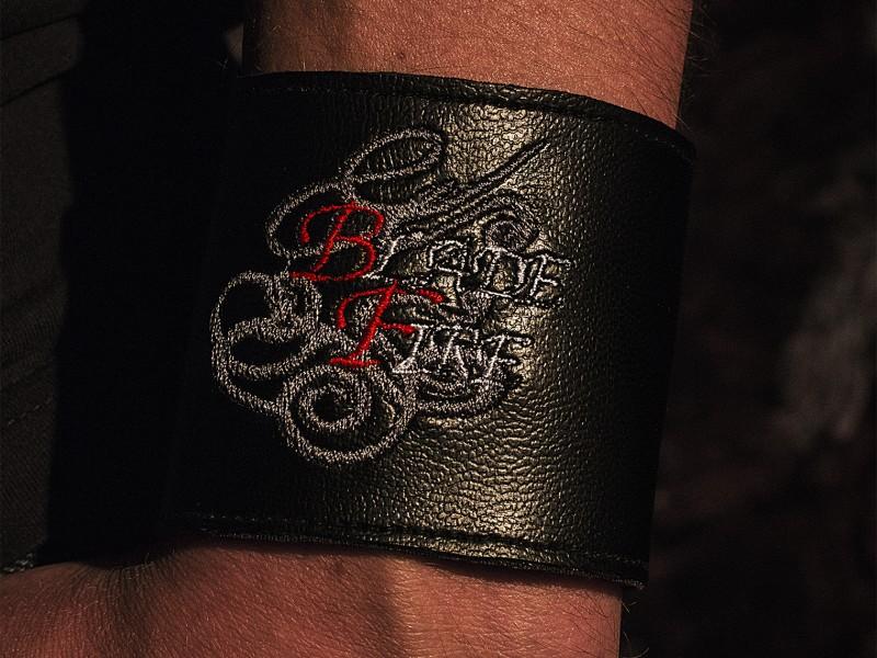 Armband_breit_nah