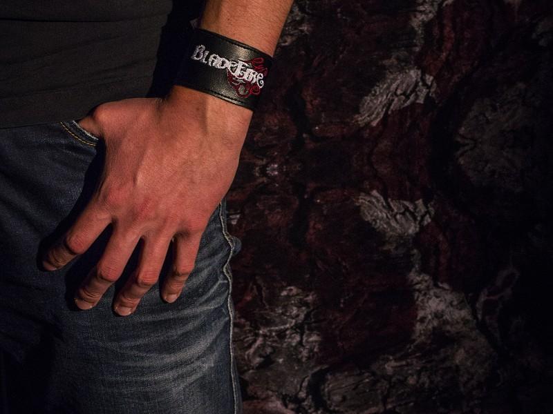 Armband_schmal_Körper
